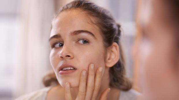 6 vùng trên cơ thể mà bạn không nên chạm tay vào để tránh lây lan vi khuẩn - Ảnh 1.
