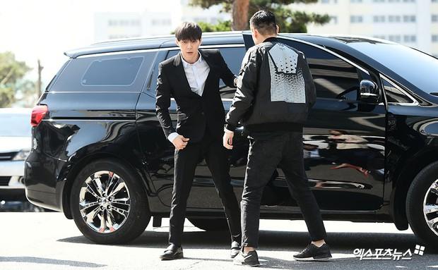 Yoochun chính thức trình diện cảnh sát trước cáo buộc sử dụng ma túy: Gây sốc vì quá tươi tỉnh, liên tục cười mỉm - Ảnh 1.