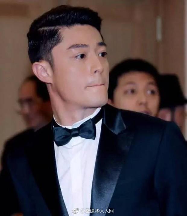 """V (BTS) vượt mặt mặt mọi soái ca Trung, Thái giành danh hiệu """"Sao nam có gương mặt thời trang nhất châu Á"""" - Ảnh 14."""