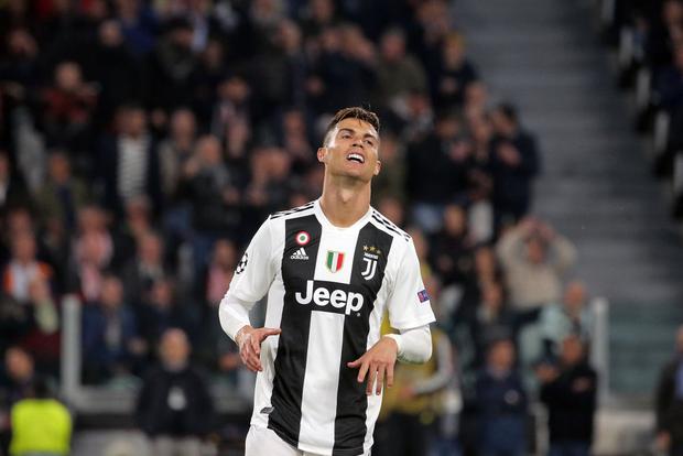 Ám ảnh khoảnh khắc Ronaldo ôm mặt buồn bã đến bất lực: Trong bóng đá, một cánh én đôi khi không thể làm nên được mùa xuân - Ảnh 6.