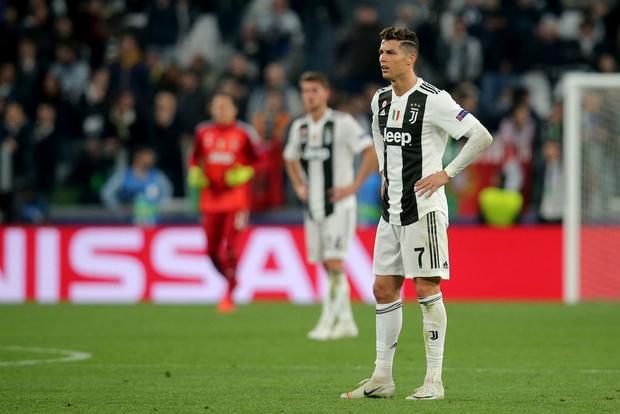 Ám ảnh khoảnh khắc Ronaldo ôm mặt buồn bã đến bất lực: Trong bóng đá, một cánh én đôi khi không thể làm nên được mùa xuân - Ảnh 7.
