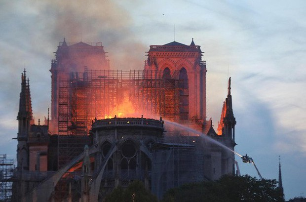 Notre Dame hay câu chuyện về quan điểm cá nhân và quyền phán xét - Ảnh 1.