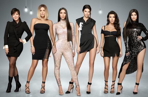 Là người mẫu có thu nhập cao nhất thế giới, vậy mà Kendall Jenner vẫn cảm thấy tự ti giữa hội chị em Kardashian vì lý do này - Ảnh 2.