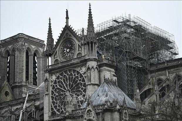 Tổng thống Pháp cam kết phục dựng Nhà thờ Đức Bà trong vòng 5 năm  - Ảnh 1.