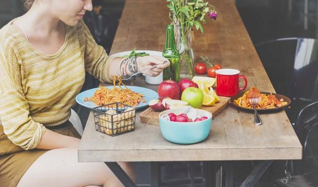 5 lỗi sai cơ bản khi ăn kiêng khiến chuyện giảm cân của bạn trở thành công cốc - Ảnh 1.