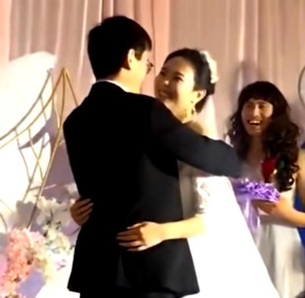 Bạn thân của năm: Một chàng trai hóa phù dâu trong đám cưới của người anh em với nụ cười tỏa nắng suýt làm lu mờ cô dâu chú rể - Ảnh 3.