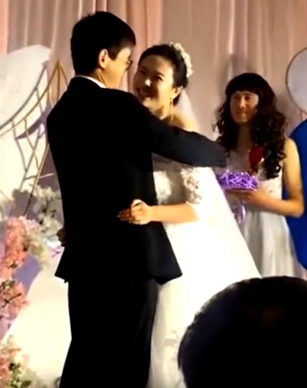 Bạn thân của năm: Một chàng trai hóa phù dâu trong đám cưới của người anh em với nụ cười tỏa nắng suýt làm lu mờ cô dâu chú rể - Ảnh 2.