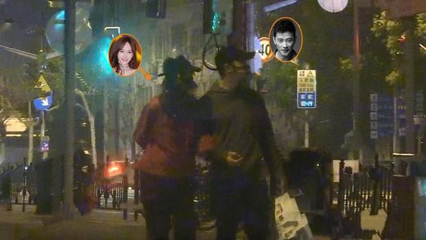 Sau bao vất vả, cuối cùng paparazzi có trong tay hình ảnh vòng 2 lớn của Đường Yên cùng động tác bất thường - Ảnh 10.