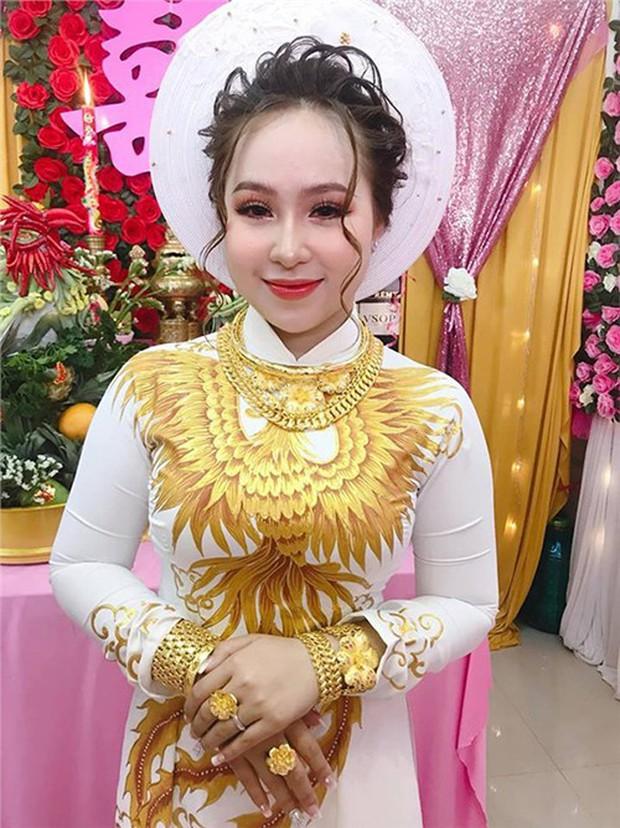 Choáng với đám hỏi khủng ở Kiên Giang: Cô dâu đeo 13 cây vàng kèm kim cương, cùng gần 1 tỷ đồng tiền sính lễ - Ảnh 4.