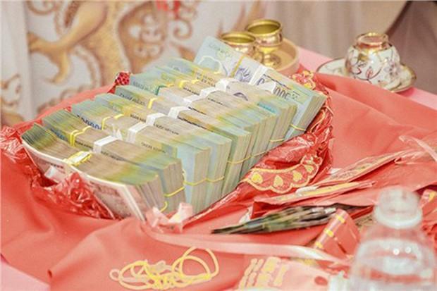 Choáng với đám hỏi khủng ở Kiên Giang: Cô dâu đeo 13 cây vàng kèm kim cương, cùng gần 1 tỷ đồng tiền sính lễ - Ảnh 3.