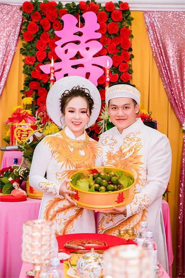 Choáng với đám hỏi khủng ở Kiên Giang: Cô dâu đeo 13 cây vàng kèm kim cương, cùng gần 1 tỷ đồng tiền sính lễ - Ảnh 1.