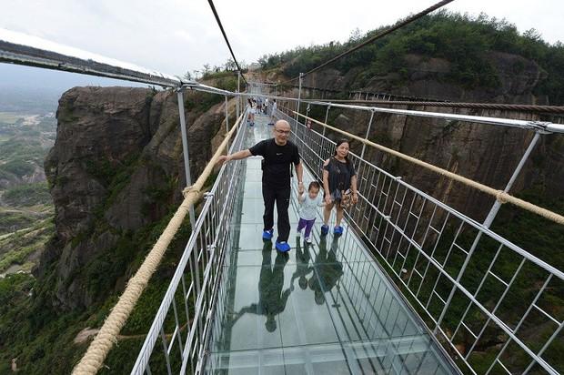 """Thực hư thông tin xuất hiện cây cầu kính nối liền Sa Pa và Lai Châu có tên là Hảo Hán Kiều khiến giới trẻ """"rần rần"""" mấy ngày qua - Ảnh 2."""