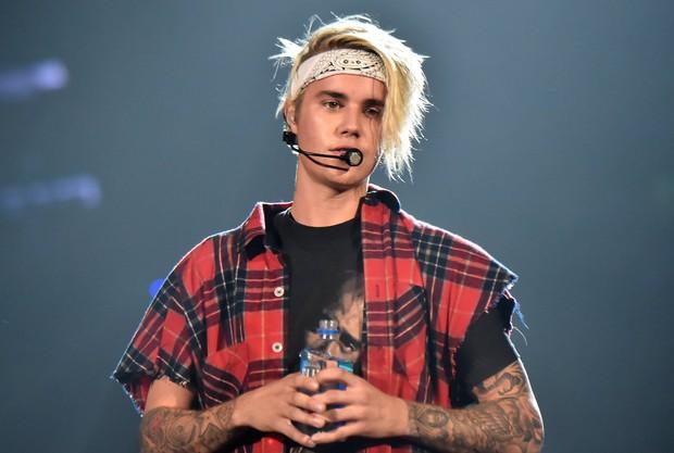 Vừa tuyên bố tạm nghỉ ca hát chưa lâu, Justin Bieber đã tung teaser ca khúc hợp tác cùng hơn 30 ngôi sao nổi tiếng - Ảnh 3.