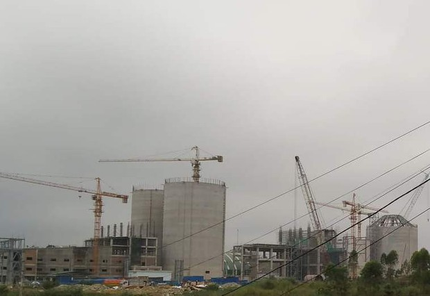 Thi công công trình nhà máy xi măng, 2 công nhân thương vong do tai nạn lao động - Ảnh 1.