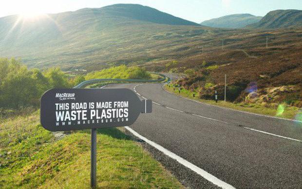 Lần đầu tiên Việt Nam xây đường từ rác thải nhựa - Ảnh 1.