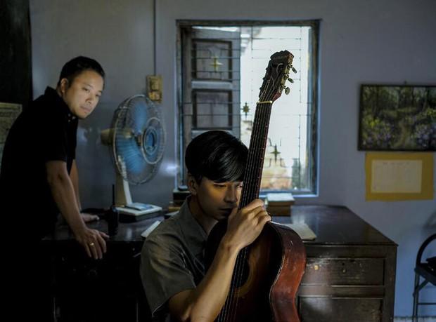 Sau scandal trăng hoa, đây là hình ảnh đầu tiên của Trần Nghĩa ở phim trường Mắt Biếc - Ảnh 1.