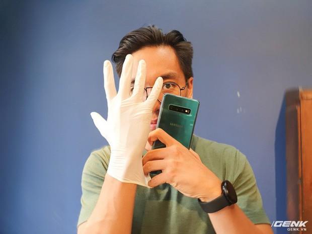 Nghe nói Galaxy S10 nhận cả vân tay khi đang đeo găng tay y tế, chúng tôi đã thử và bất ngờ trước kết quả nhận được - Ảnh 1.