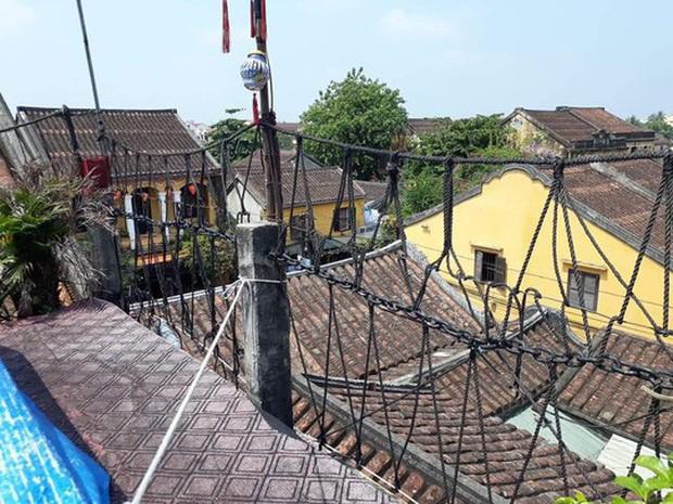 Chụp ảnh cưới phản cảm trên mái nhà cổ Hội An - Ảnh 3.
