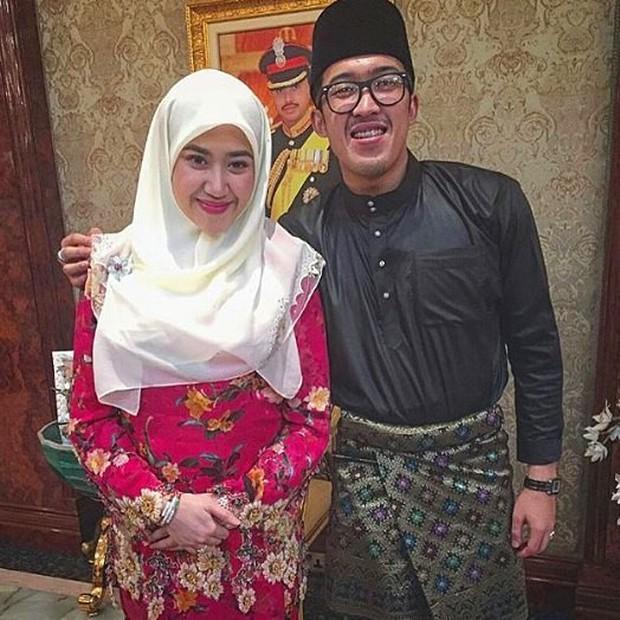 Nàng dâu hoàng gia Brunei từng gây choáng trong đám cưới phủ vàng và kim cương xa xỉ bậc nhất giờ ra sao? - Ảnh 5.