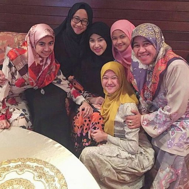 Nàng dâu hoàng gia Brunei từng gây choáng trong đám cưới phủ vàng và kim cương xa xỉ bậc nhất giờ ra sao? - Ảnh 6.