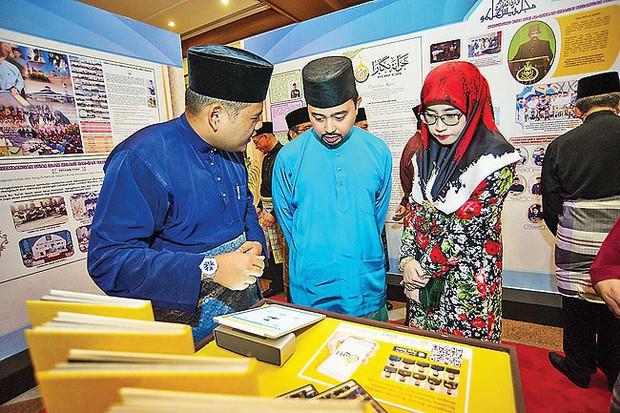 Nàng dâu hoàng gia Brunei từng gây choáng trong đám cưới phủ vàng và kim cương xa xỉ bậc nhất giờ ra sao? - Ảnh 8.