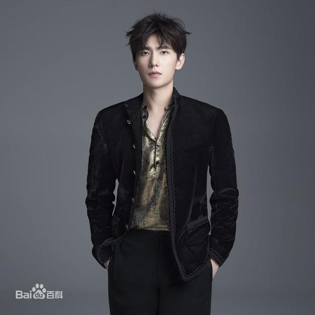 Quên đại úy Song Joong Ki đi, Dương Dương mới là quân nhân điển trai xuất sắc nhất Châu Á! - Ảnh 3.