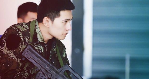 Quên đại úy Song Joong Ki đi, Dương Dương mới là quân nhân điển trai xuất sắc nhất Châu Á! - Ảnh 5.