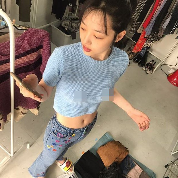 Hết mặc áo thả rông vòng 1, bây giờ Sulli lại chụp ảnh cố tình kéo khoá quần xuống - Ảnh 4.