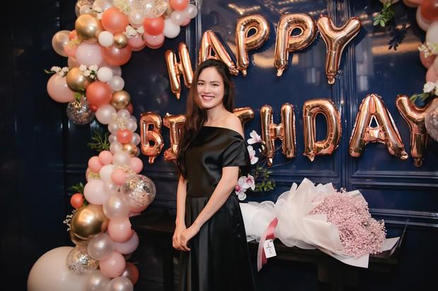 Dàn chân dài Next Top mùa đầu hội ngộ mừng sinh nhật Tuyết Lan, sau gần 10 năm vẫn gắn bó như chị em - Ảnh 1.