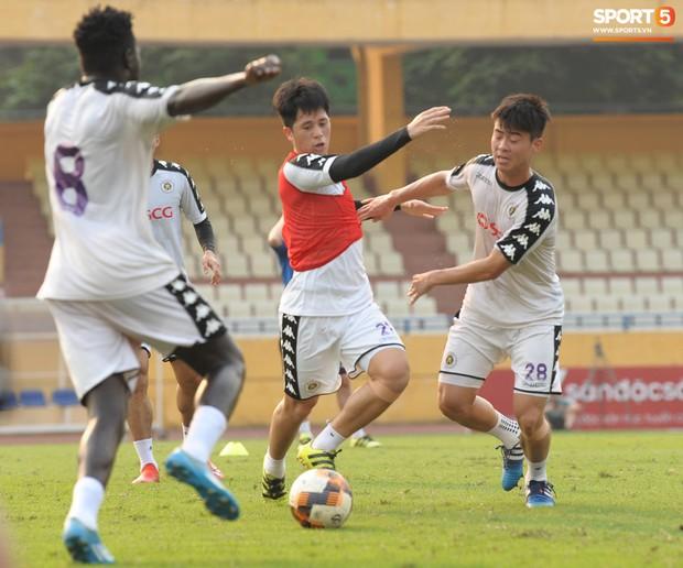Cặp trung vệ Duy Mạnh - Đình Trọng tái xuất V.League ở trận đấu cực căng với CLB Hải Phòng - Ảnh 1.
