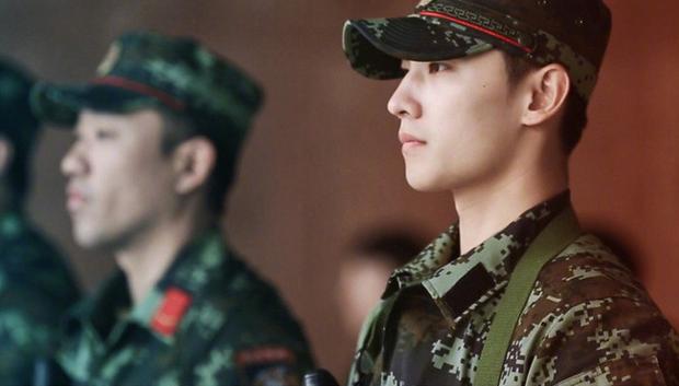 Quên đại úy Song Joong Ki đi, Dương Dương mới là quân nhân điển trai xuất sắc nhất Châu Á! - Ảnh 8.