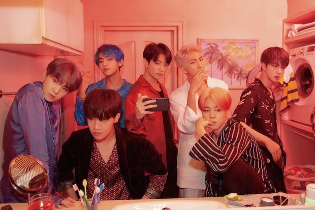 BXH khủng nhất xứ Hàn: BTS và Big Hit đẩy YG khỏi BIG3, vợ chồng Song Song vượt mặt mợ chảnh - Ảnh 1.