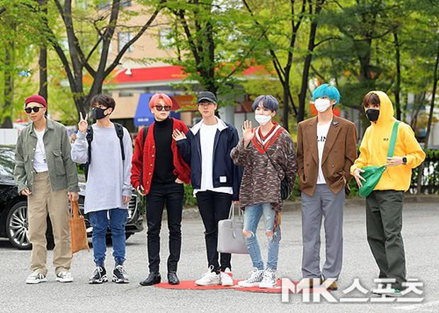 Quân đoàn idol hot nhất Kpop quy tụ: Mỹ nam BTS hớ hênh, nữ thần lai và dao kéo đọ sắc lung linh bên dàn mỹ nhân - Ảnh 10.
