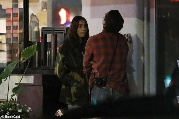 Brooklyn Beckham bỗng bật khóc khi tranh cãi nảy lửa cùng bạn gái trên phố, em trai phải đứng ra hòa giải - Ảnh 5.