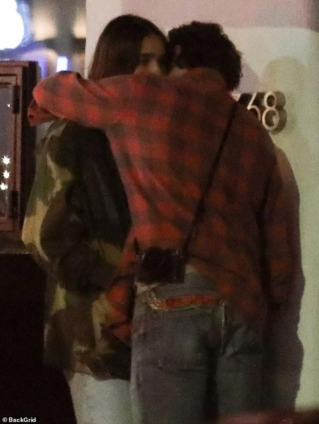 Brooklyn Beckham bỗng bật khóc khi tranh cãi nảy lửa cùng bạn gái trên phố, em trai phải đứng ra hòa giải - Ảnh 6.