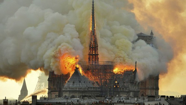 Vụ cháy Nhà thờ Đức Bà Paris: Nguyên nhân có thể do chập điện - Ảnh 1.