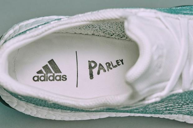Khi thời trang lên tiếng: 'Gã khổng lồ' Adidas và lời hứa sản xuất 11 triệu đôi giày tái chế từ rác thải nhựa trong năm 2019 - Ảnh 6.