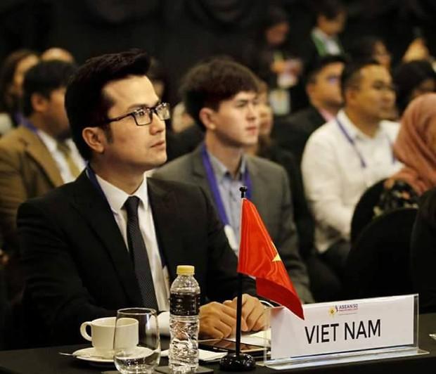 Những giáo sư, tiến sĩ vạn người mê của Việt Nam: Học thức đầy mình lại còn đẹp trai phong độ hết phần người khác - Ảnh 4.