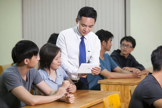 Những giáo sư, tiến sĩ vạn người mê của Việt Nam: Học thức đầy mình lại còn đẹp trai phong độ hết phần người khác - Ảnh 19.