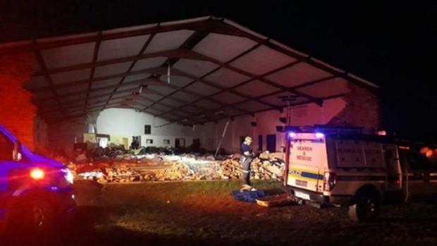 Sập nhà thờ ở Nam Phi làm 13 người thiệt mạng - Ảnh 1.