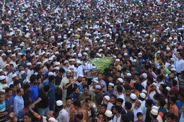 Tố thầy hiệu trưởng dâm ô, nữ sinh Bangladesh bị thiêu sống  - Ảnh 1.
