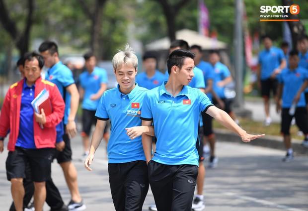 Tình yêu ngọt ngào của cầu thủ Việt: Từ cái kết viên mãn của Hùng Dũng đến ngôi nhà xinh xắn bạn gái tặng Văn Toàn - Ảnh 1.