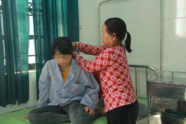 Vụ nữ sinh Hưng Yên bị bạo hành: Nhà trường có đang vô cảm, tiếp tay cho bạo lực học đường? - Ảnh 2.