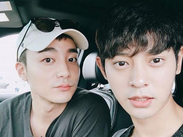 """Nam ca sĩ bị phanh phui có trong phòng chat """"bẩn"""" của Seungri: """"Thánh ballad xứ Hàn"""", được em út BTS mê mẩn tới nỗi cover hit """"khủng"""" - Ảnh 6."""