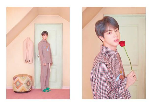 BTS tung thêm ảnh teaser: Một thành viên chơi trội với trang phục già dặn và đôi dép chói hơn mái ngói - Ảnh 6.