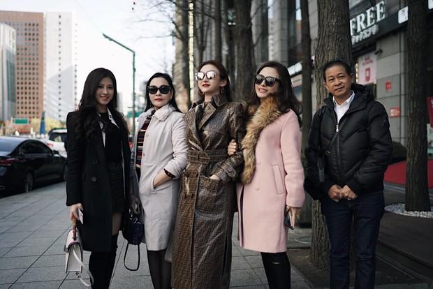"""Kelbin Lei, Tim Phạm và Huyền Baby đã mở ra """"kỷ nguyên mới"""" của chụp ảnh gia đình: Nếu không chất như đi Fashion show thì cũng đẹp như bìa tạp chí - Ảnh 1."""