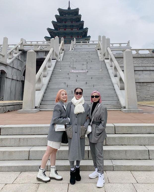 """Kelbin Lei, Tim Phạm và Huyền Baby đã mở ra """"kỷ nguyên mới"""" của chụp ảnh gia đình: Nếu không chất như đi Fashion show thì cũng đẹp như bìa tạp chí - Ảnh 10."""