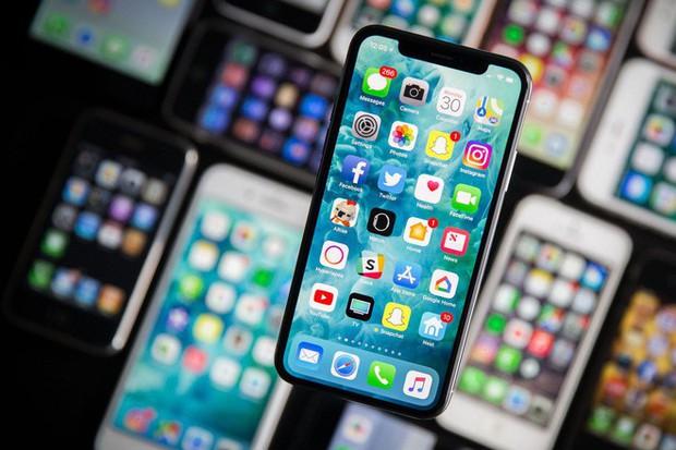 Nghe lời phán của ông đồng Apple: iPhone 2019 sẽ có pin to đáng kể để sạc lẫn nhau giữa các thiết bị - Ảnh 1.