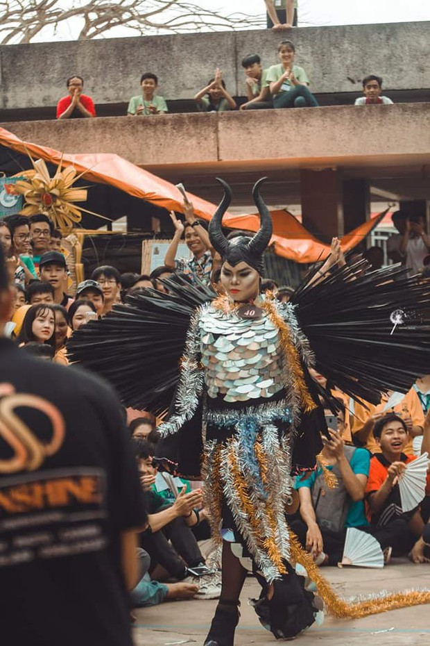 Nam sinh hoá trang thành ác nữ Maleficent xuất sắc từ ngoại hình đến thần thái: Dạt hết ra cho ta thể hiện! - Ảnh 4.