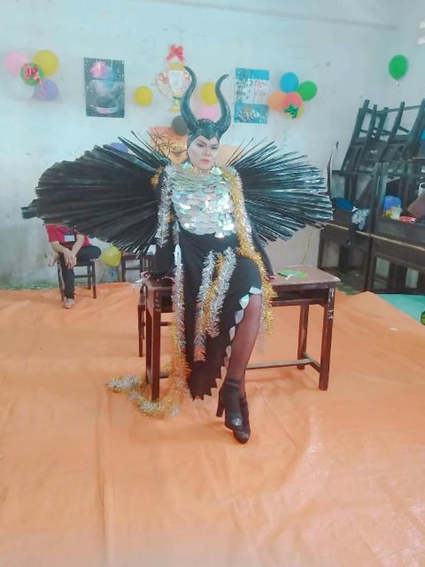 Nam sinh hoá trang thành ác nữ Maleficent xuất sắc từ ngoại hình đến thần thái: Dạt hết ra cho ta thể hiện! - Ảnh 5.